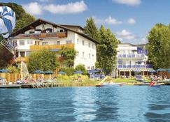 Barry Memle Lake Side Resort - Velden am Wörthersee - Building