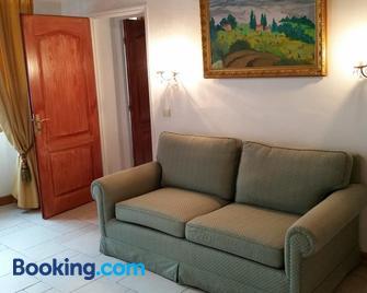 Residence La Sarrazine - La Garde-Freinet - Wohnzimmer