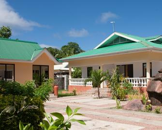 Orchid Self Catering Apartment - La Digue Island - Building