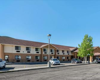 Quality Inn & Suites - South Fork - Building