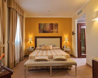 Hotel For You - Olbia - Schlafzimmer