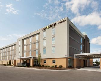 Home2 Suites by Hilton Milwaukee Brookfield - Waukesha - Gebouw