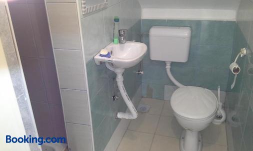 Guest House Mirijevski Konak - Belgrade - Bathroom