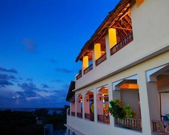 Msafini Mangotop Roof Hotel - Ламу - Building