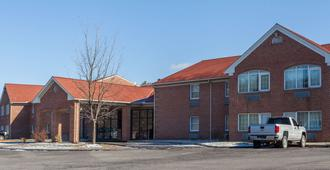 Days Inn & Suites by Wyndham Lancaster Amish Country - Lancaster