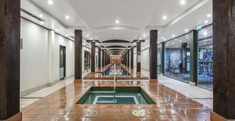 Oaks Sydney Goldsbrough Suites - Sydney - Pool