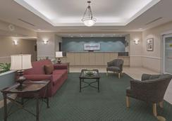 La Quinta Inn & Suites by Wyndham Fort Myers Airport - Fort Myers - Aula