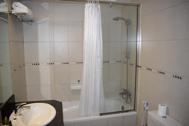 Al Waleed Palace Hotel Apartments-al Barsha - Dubai - Bathroom
