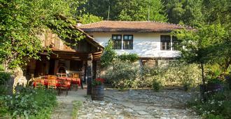 Little River Guest House - Gabrowo - Innenhof