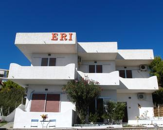 Eri Studios - Agia Marina - Byggnad