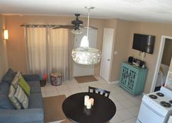 Save With Fall Rates!! Charming, Romantic, Seaside Cottage With Stunning Views - Cayman Brac - Living room