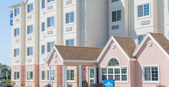 Microtel Inn & Suites by Wyndham Harrisonburg - Харрисонбург