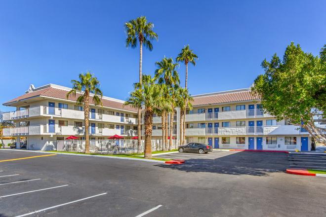 Motel 6 Phoenix West - Phoenix - Rakennus