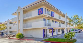 Motel 6 Phoenix West - Phoenix - Gebäude