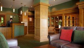 Columba Hotel Inverness by Compass Hospitality - Inverness - Front desk