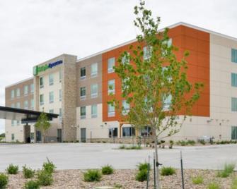 Holiday Inn Express Alliance - Alliance - Gebäude