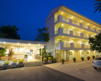 Charn Residence - Chonburi - Building