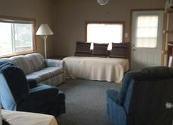 Cozy lakefront cottage! Family and Pet Friendly! Relax and enjoy lake life! - Dry Ridge - Living room