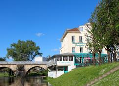 Hotel Restaurant L'Esturgeon - Poissy - Building