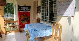 Bohemian Hostel - Panglao - Dining room