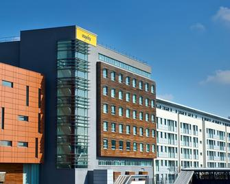 Staycity Aparthotels London Heathrow - Hayes - Gebäude
