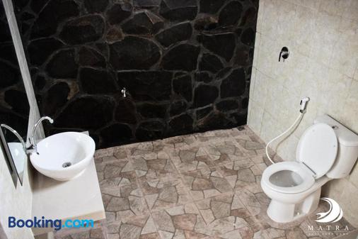 Matra Bali Surf Camp - North Kuta - Bathroom