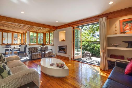 Arrowtown House Boutique Accommodation - Queenstown - Living room
