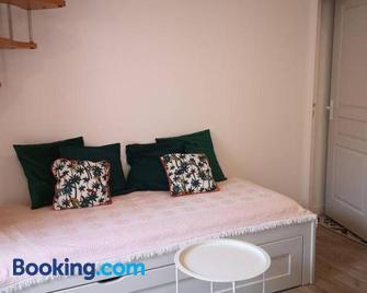 maison de village meublée avec terrasse - Донзер - Living room
