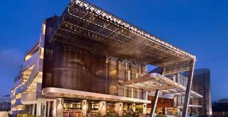 Ramada by Wyndham Bali Sunset Road Kuta - Kuta - Building