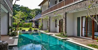 Mahana Boutique Apartment - Denpasar - Piscina