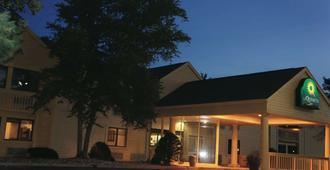 La Quinta Inn by Wyndham Omaha Southwest - Omaha - Toà nhà
