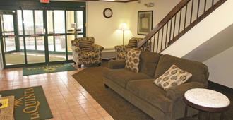 La Quinta Inn by Wyndham Omaha Southwest - Omaha - Living room