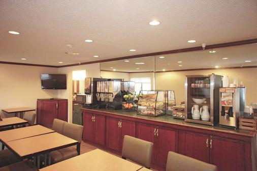 La Quinta Inn Omaha Southwest - Omaha - Buffet
