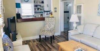 Cozy Beach Apartment In Trendy Belmont Shore! Sanitized And Clean! - Long Beach - Sala