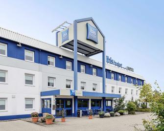 Ibis Budget Rostock Broderstorf - Broderstorf - Building
