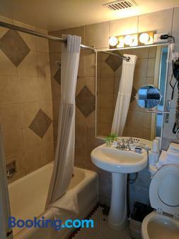 Historic Hotel Nevada And Gambling Hall - Ely - Bathroom