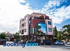 Family Hotel Pak Tam - Karlovo - Building