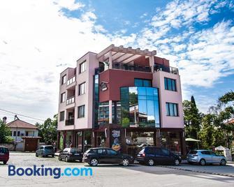 Family Hotel Pak Tam - Карлово - Building