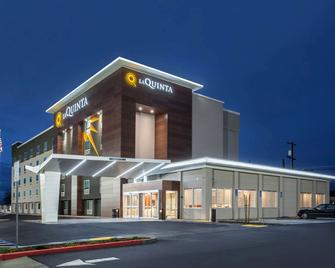 La Quinta Inn & Suites by Wyndham Madera - Мадера - Building