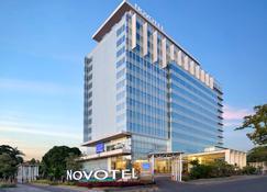 Novotel Makassar Grand Shayla - Makassar - Κτίριο