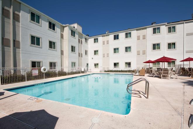 Motel 6 Brownsville, TX - Brownsville - Basen