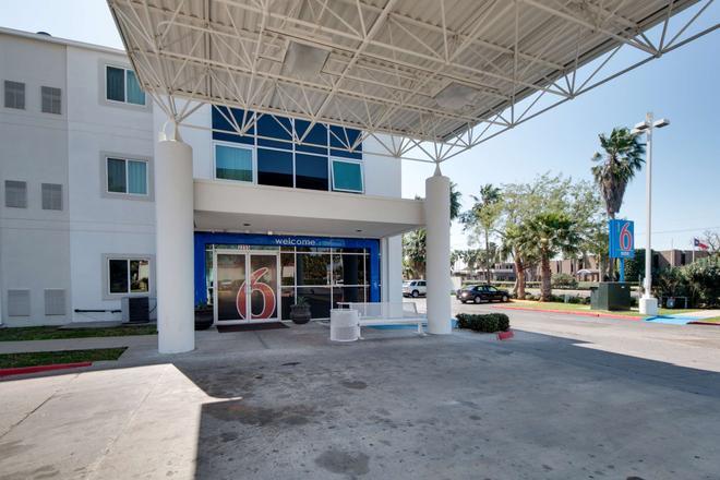 Motel 6 Brownsville, TX - Brownsville - Budynek
