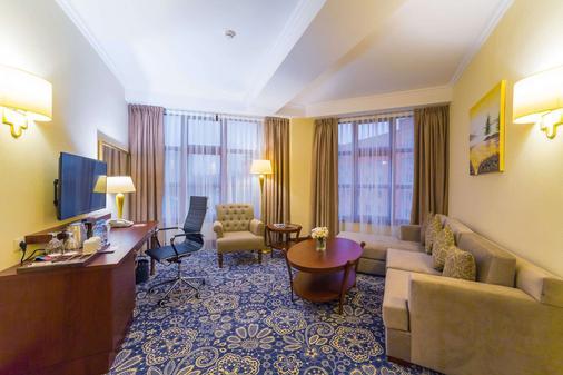 Ramada by Wyndham Almaty - Almaty - Phòng khách
