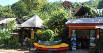 Novie's Tourist Inn - El Nido - Vista externa