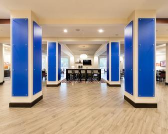 Holiday Inn Express & Suites Aiken - Aiken - Lobby