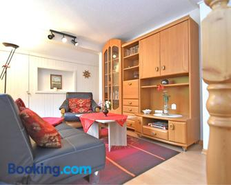 Cozy Holiday Home with Swimming Pool in Blankenburg - Blankenburg (Harz) - Living room