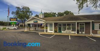 Ambassador Inn - Fayetteville - Building