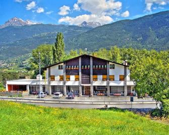 Hotel Sarre - Aosta - Building