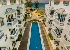 Mary Beach Hotel and Resort - Ciudad de Sihanoukville - Piscina