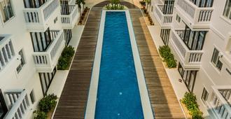 Mary Beach Hotel and Resort - סיהנוקוויל